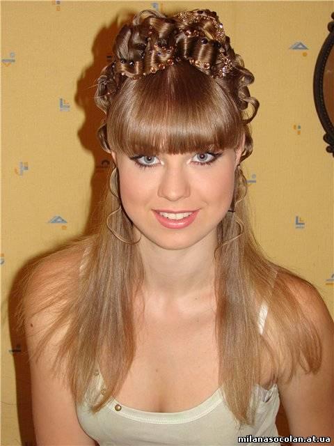 Прически на выпускной средний волос фото с челкой